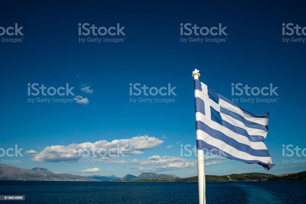 Bandera de Grecia con el mar - foto de stock