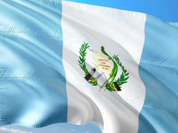 Bandera de Guatemala ondeando en el viento contra el cielo azul profundo. Tela de alta calidad. - foto de stock