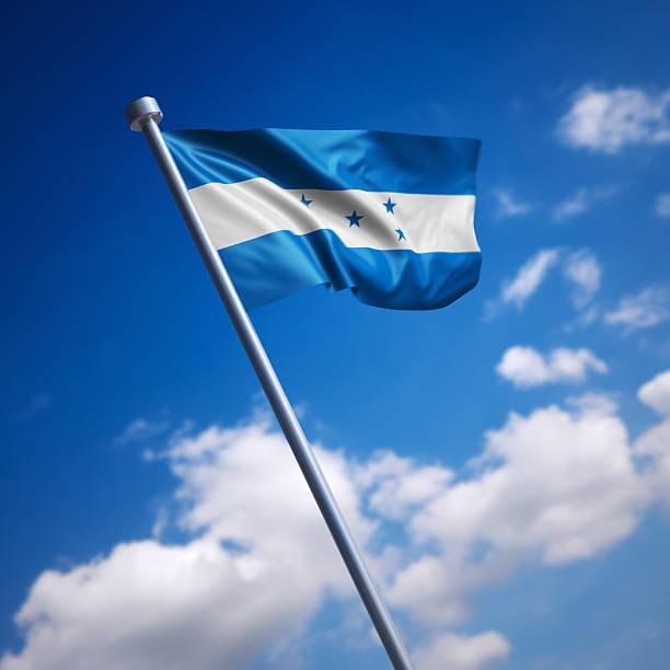 bandera de honduras contra el cielo azul - bandera de honduras fotografías e imágenes de stock