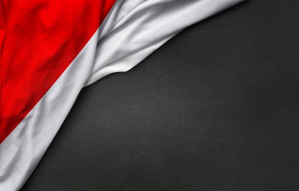 bandeira da indonésia no quadro-negro - bandeira da indonesia - fotografias e filmes do acervo
