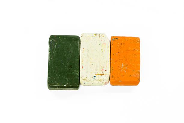 flag of ireland with wax crayon - wachsmalblöcke stock-fotos und bilder