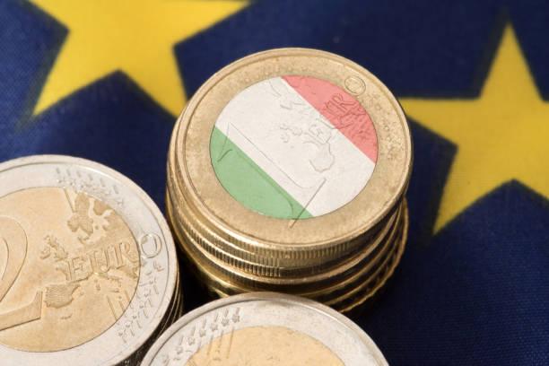 Flagge von Italien und Europäischen Union EU und Euro Münzen – Foto