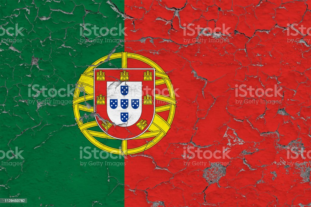 Flag of Portugal painted on cracked dirty wall. National pattern on vintage style surface. - fotografia de stock