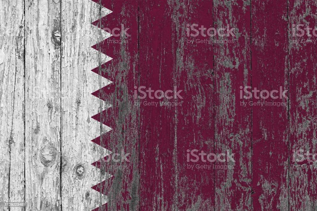 Bandera de Qatar pintadas desgastadas fondo de textura de madera. - foto de stock
