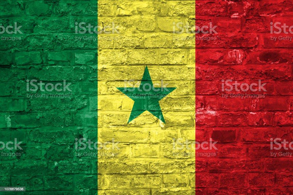 Bandeira do Senegal sobre um antigo tijolo parede plano de fundo, superfície - foto de acervo
