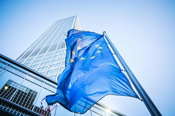 Flagge der Europäischen Gemeinschaft Eurotower – Foto