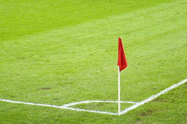 flagge auf fußballplatz - horizontal gestreiften vorhängen stock-fotos und bilder