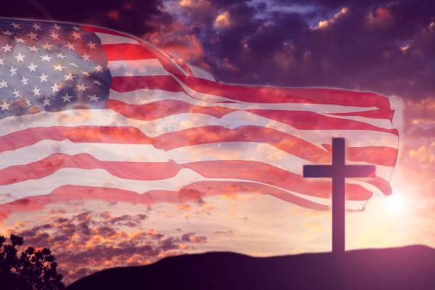 usa-flagge mit sonnenuntergang himmel und karfreitag, ostern zu überqueren. - religionsfreiheit stock-fotos und bilder