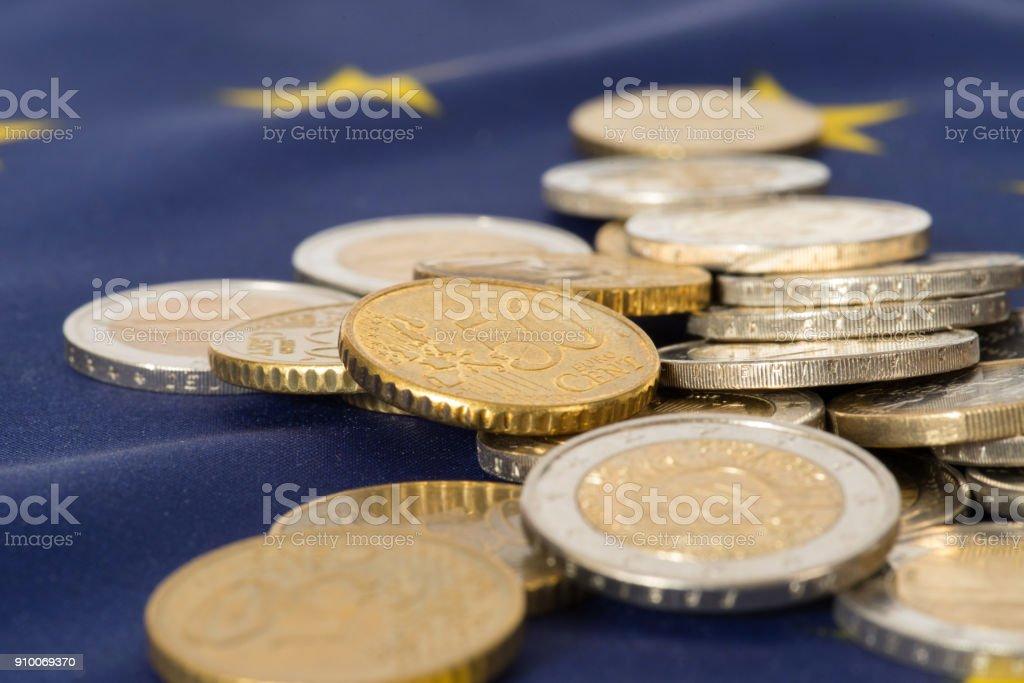 Flagge der Europäischen Union EU und Euro Geld Münzen stock photo