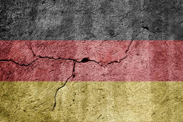 flagge von deutschland auf einer mauer - drapeau allemand photos et images de collection