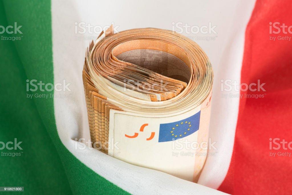 Flagge von Italien und Euro Geldscheine stock photo