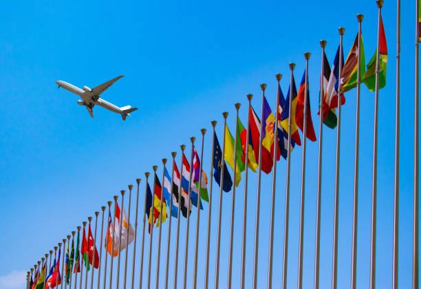 플래그 및 비행기 - united nations 뉴스 사진 이미지