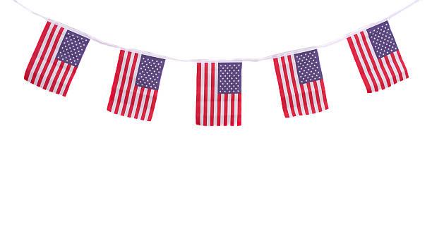 usa flaggen hängende stolz für 4. juli, unabhängigkeitstag - horizontal gestreiften vorhängen stock-fotos und bilder