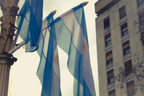 Flaggen der Argentinien auf der Plaza de Mayo, Buenos Aires, Argentinien. – Foto
