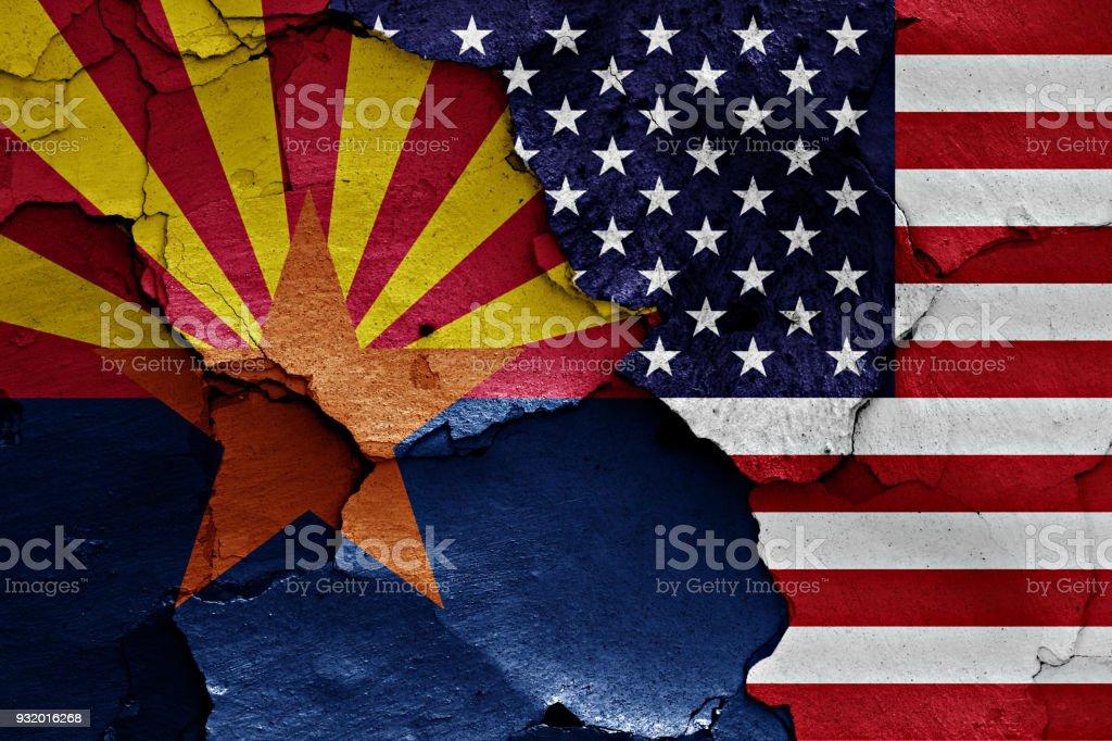 sinalizadores de Arizona e EUA pintaram na parede rachada - foto de acervo