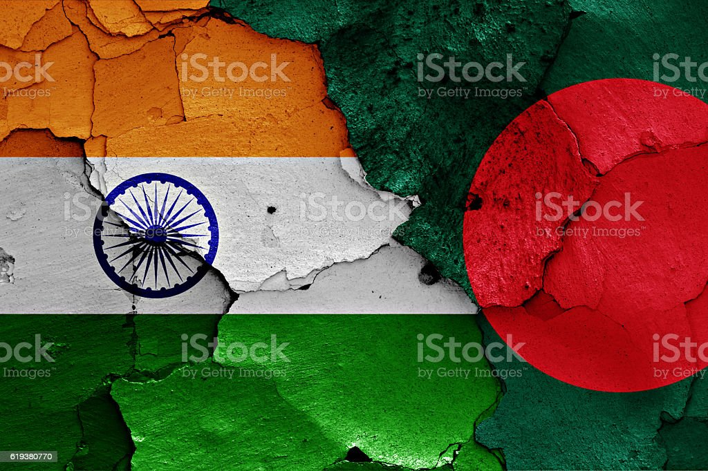 flags of India and Bangladesh painted on cracked wall - foto de stock