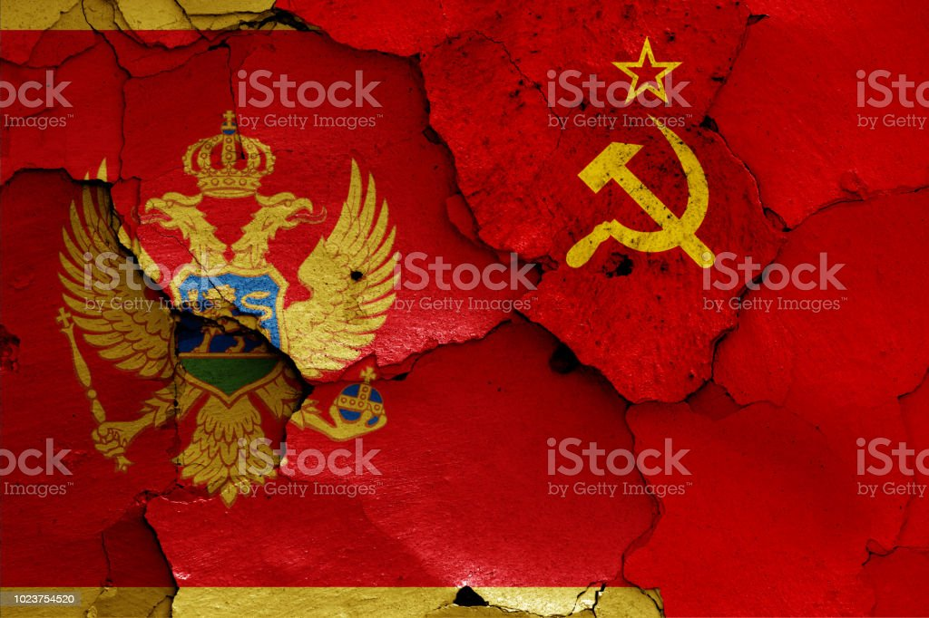 banderas de Montenegro y la Unión Soviética - foto de stock