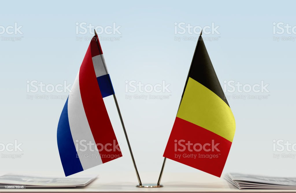 Bandeiras dos Países Baixos e Bélgica - foto de acervo