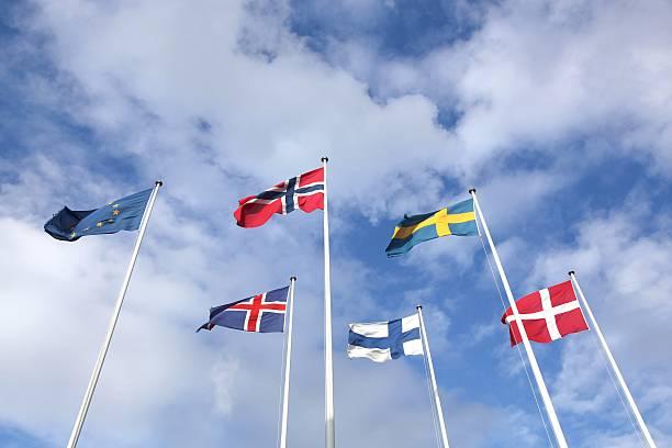 flaggen der skandinavischen länder  - norwegen fahne stock-fotos und bilder