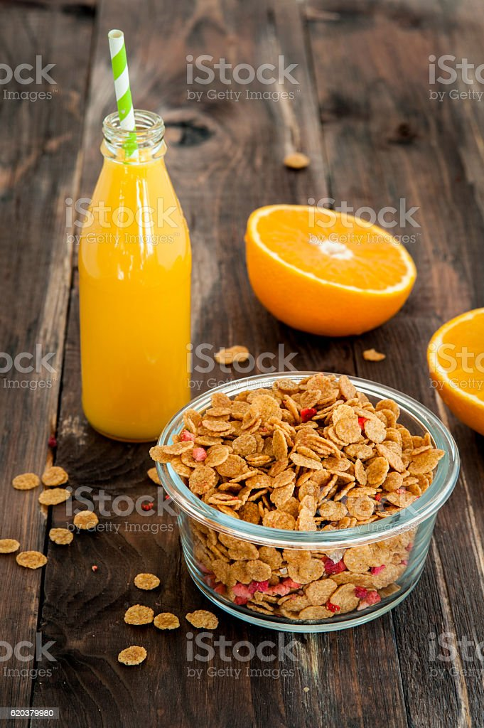 flakes in bowl with orange slices on dark wooden background foto de stock royalty-free
