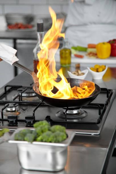 Flamme-Pfanne in der Küche – Foto