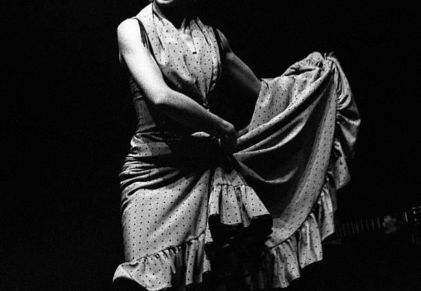 dançarina de flamenco saia - belas mulheres argentina - fotografias e filmes do acervo