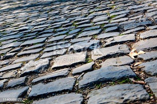 istock Flandres Cobblestone Road - Detail 1140588177
