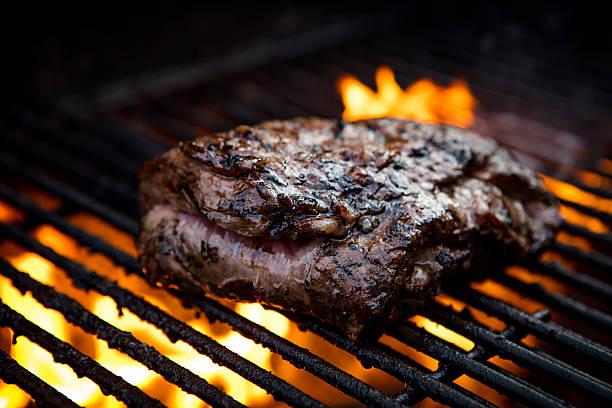 flank steak griling - flank steak marinaden stock-fotos und bilder