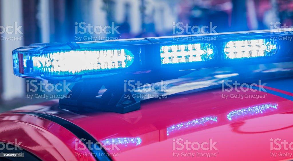 Blinkande blått ljus Bar på en tysk brandbil bildbanksfoto