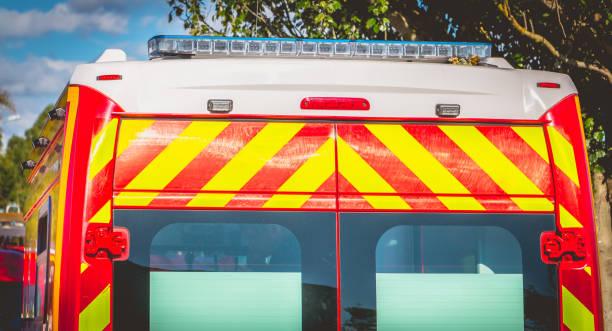 clignotant sur un pompiers ambulance rouge - Photo