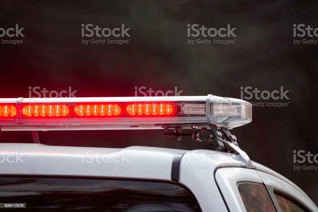 sirenas de vehículo policial que destella - foto de stock