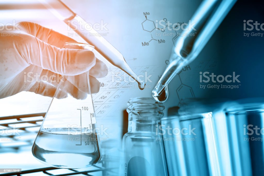 Flask in scientist hand with laboratory background – Foto