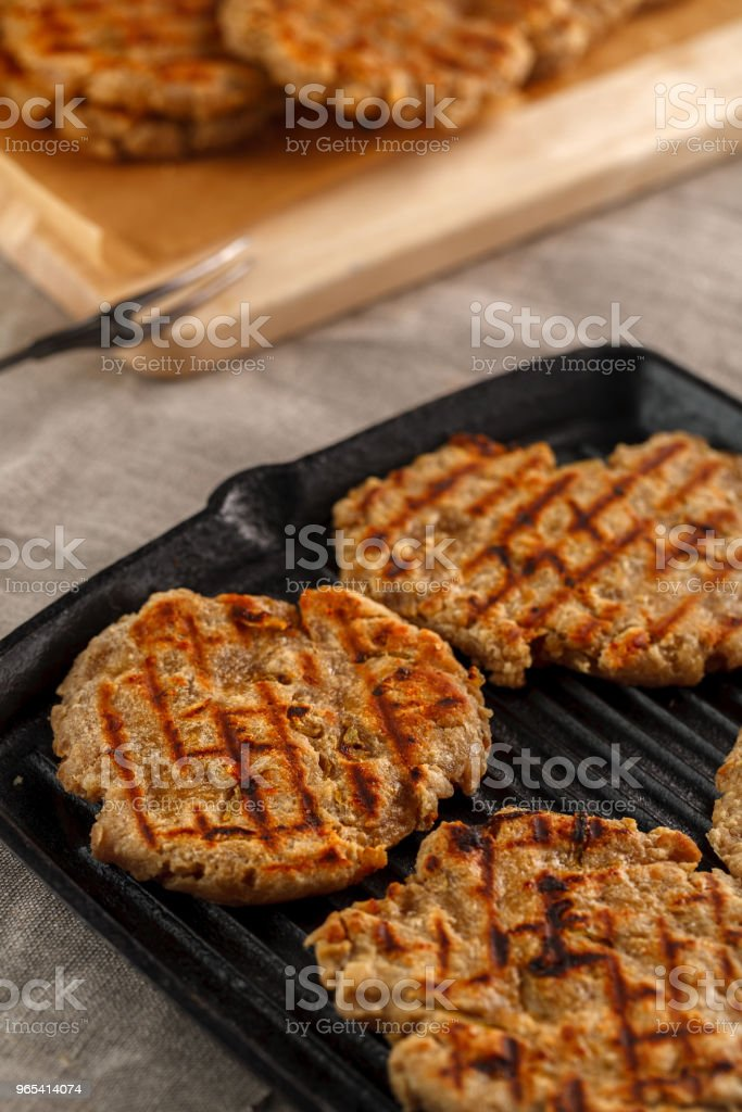 flat breads with cheese, onion and garlic on the grill zbiór zdjęć royalty-free