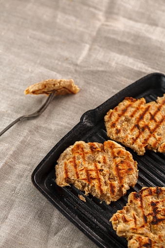 치즈 양파와 마늘은 석쇠에 작은 빵 0명에 대한 스톡 사진 및 기타 이미지