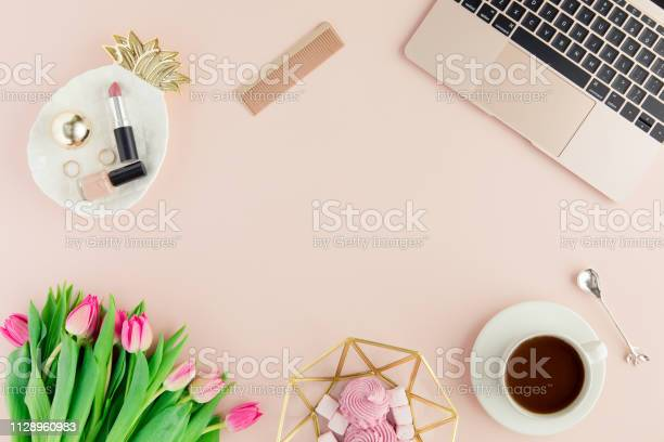 Flat lay and top view of female office table desk picture id1128960983?b=1&k=6&m=1128960983&s=612x612&h=7byimmatds 0ptgfsvgpk4updt0bqb4ranzswp084se=