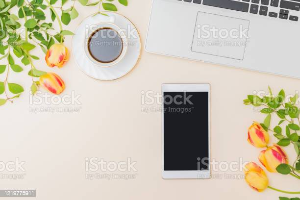 Flat lay blogger or freelancer workspace with a laptop yellow tulips picture id1219775911?b=1&k=6&m=1219775911&s=612x612&h=rmtuh4czbwczirpdec0 xfeki lkbpfdbitv5egofxm=