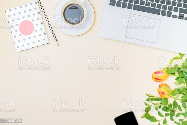 Flat lay blogger or freelancer workspace with a laptop yellow tulips picture id1223057058?b=1&k=6&m=1223057058&s=612x612&h=koewgizbudonpf51jxgeyx5ytpxrmrg lqhwkfybzra=