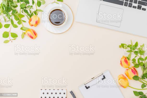 Flat lay blogger or freelancer workspace with a laptop yellow tulips picture id1223852998?b=1&k=6&m=1223852998&s=612x612&h=o3xaawn3rv6wdaai91 uu6sglntkbzii46ywh j4z6w=