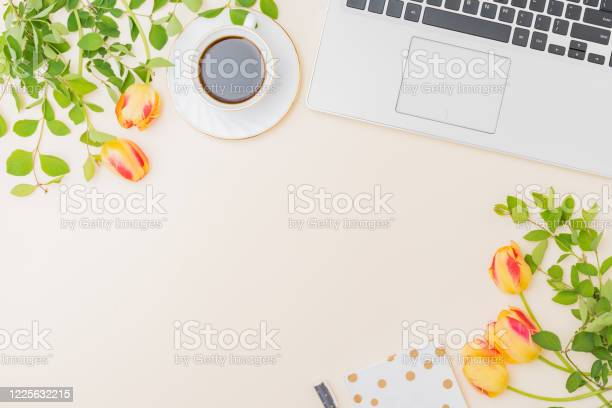Flat lay blogger or freelancer workspace with a laptop yellow tulips picture id1225632215?b=1&k=6&m=1225632215&s=612x612&h=jo0ay xia185uionn7dqgw5pnjvudtk1x3utebyw ae=