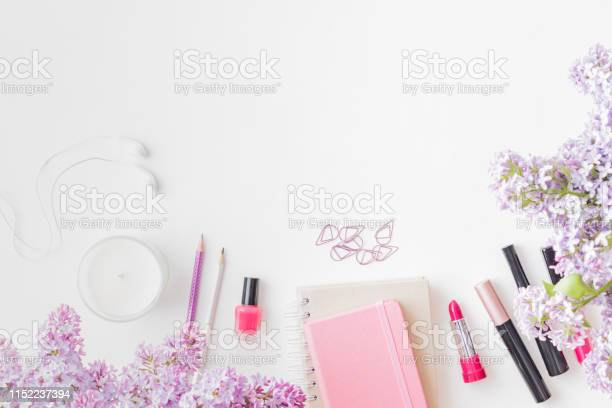 Flat lay blogger or freelancer workspace with a notebook and branches picture id1152237394?b=1&k=6&m=1152237394&s=612x612&h=hj7b2twszm2wm5v0icnwuzln9viwhr8 brxvrxufpnc=