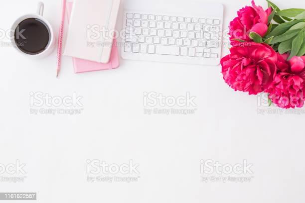 Flat lay blogger or freelancer workspace with a notebook keyboard red picture id1161622587?b=1&k=6&m=1161622587&s=612x612&h=ye98d7cnf6tt 7qu1cse9g 4b6rgmhnigtb0jlw6qha=