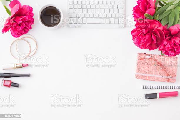 Flat lay blogger or freelancer workspace with a notebook keyboard red picture id1163017950?b=1&k=6&m=1163017950&s=612x612&h=cpbx1n knkobu5h3bvmrxiy0wmnv12c068wp2iszhvc=
