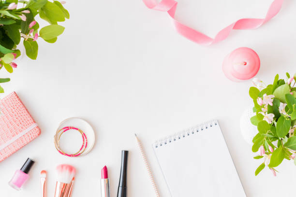 Flat lay blogger or freelancer workspace with a notebook pink flower picture id1154450663?b=1&k=6&m=1154450663&s=612x612&w=0&h=cldbnd9f6ebs96vbncfkvpswuxtus5 voz4zztq8tta=
