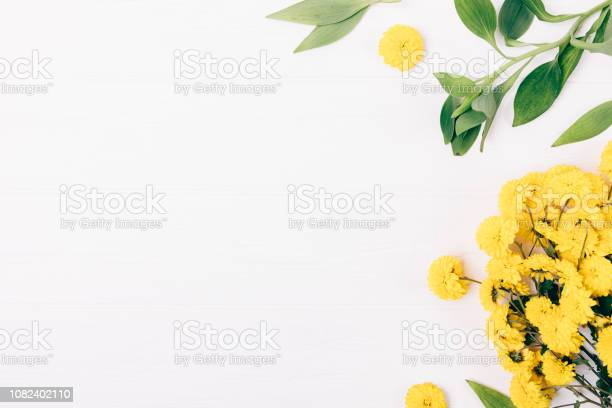 Flat lay decorative side frame of yellow bouquet picture id1082402110?b=1&k=6&m=1082402110&s=612x612&h=jopzyfeepbkndhu47us7qpa1unum0f0l5jcw 5ys0he=