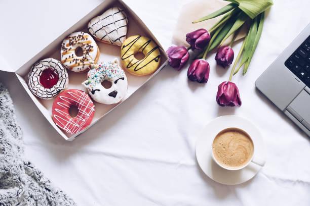 flat lay donuts box and coffee - unicorn bed imagens e fotografias de stock