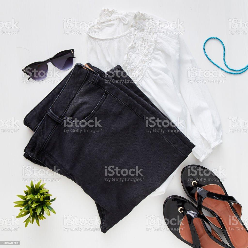 låg lägenheten feminina kläder och tillbehör collage - Royaltyfri Affär Bildbanksbilder