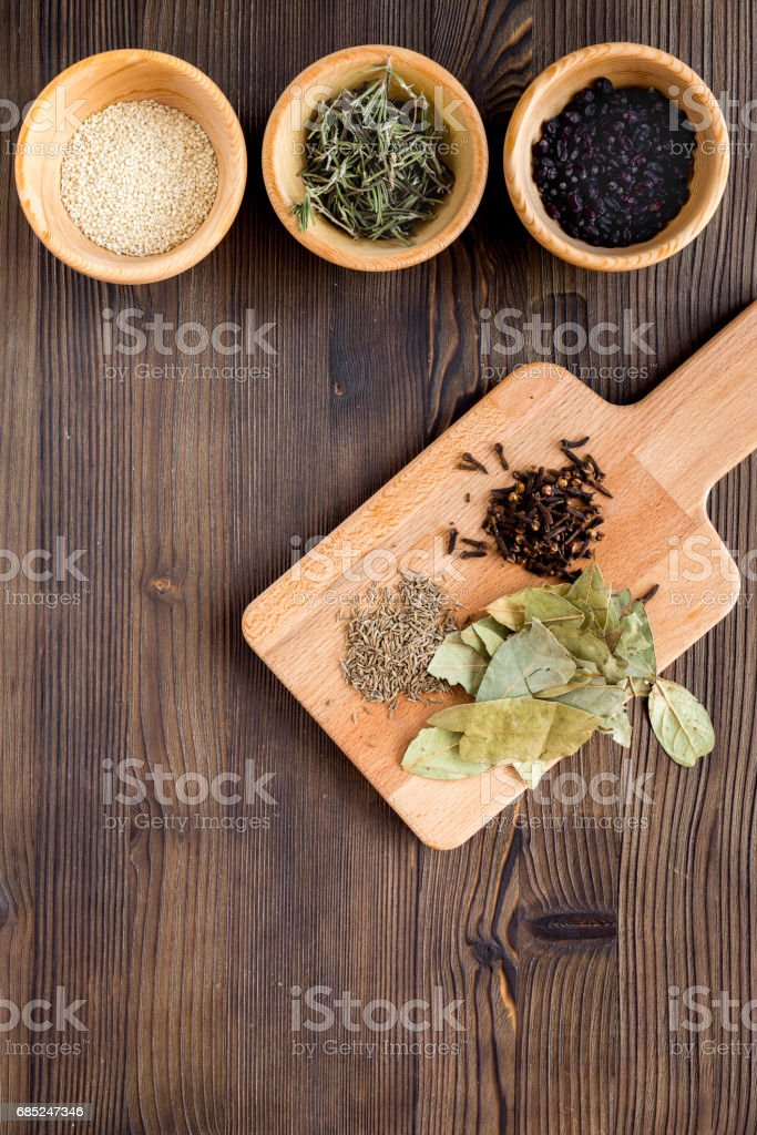 Flat lay herb and spices on rustic kitchen background foto de stock royalty-free