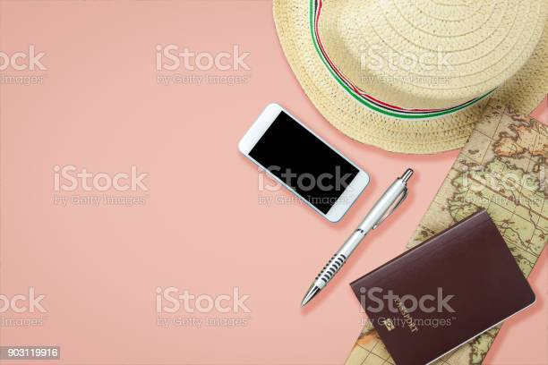 Flat lay image of accessory clothing man or women to plan travel in picture id903119916?b=1&k=6&m=903119916&s=612x612&h=cj2q5trml0xykot3taccqdm 4 qgqhhbcrtpp4a8zm4=