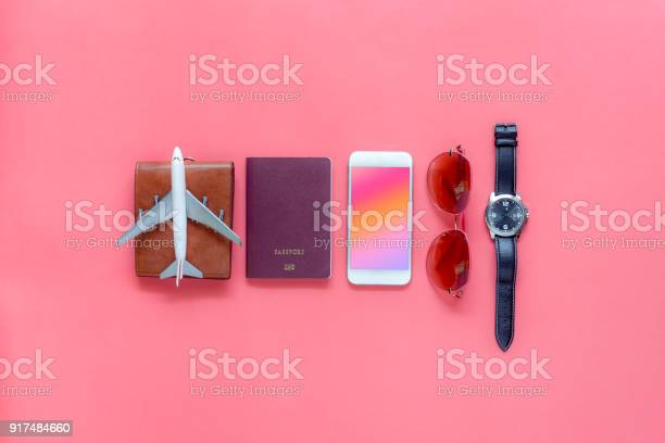 Flat lay image of accessory clothing man or women to plan travel in picture id917484660?b=1&k=6&m=917484660&s=612x612&h=yqxwwtmrgk1hgjifqre hznrp1gbbrzvp4dbq1n9r2q=