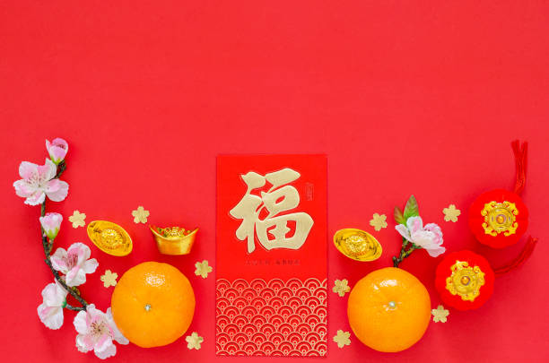 flache laien der chinesischen neujahrsfestival dekoration auf rotem hintergrund. - zwetschgenmus stock-fotos und bilder